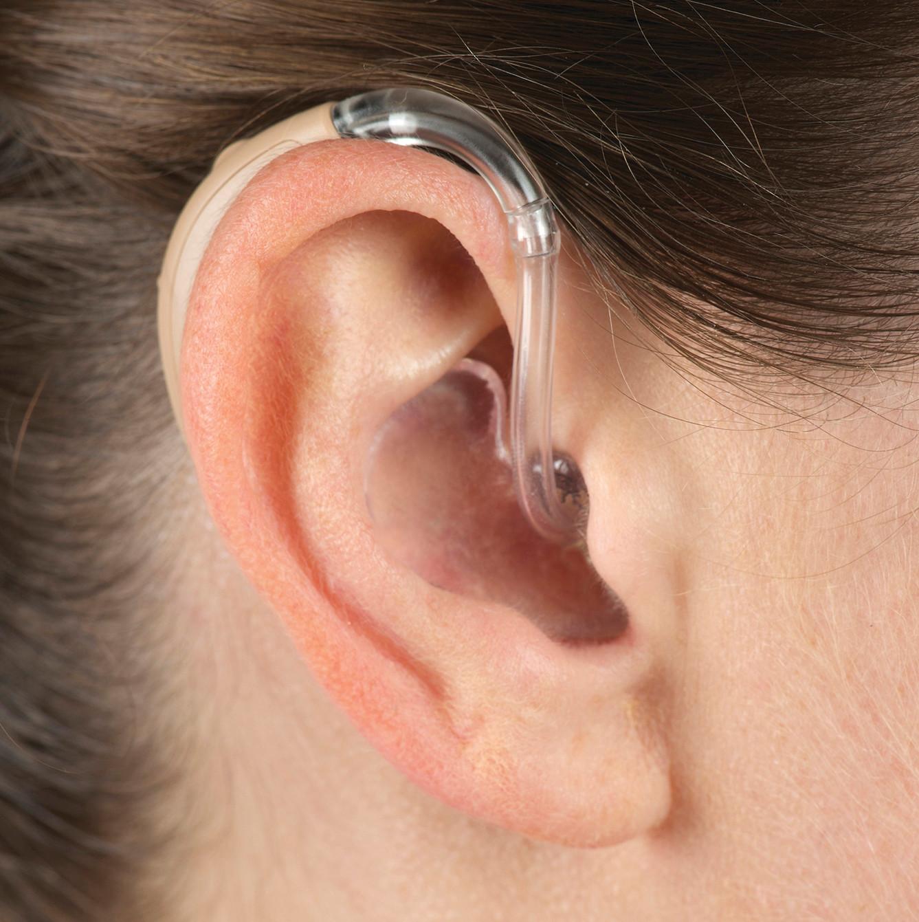 petite-adjudie-hearing-big-tits-merilyn
